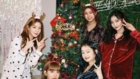 <p>Di hari ulang tahun, Dita menghabiskan waktunya dengan berkumpul bersama anggota Secret Number. Mereka terlihat merayakan ultah Dita sekaligus Hari Natal. (Foto: Instagram @secretnumber.official)</p>