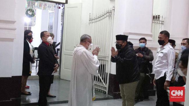 Kunjungan Menag Yaqut Cholil Qoumas ke Gereja Blenduk Semarang untuk memastikan bahwa umat Kristiani menjalankan ibadah Natal dengan aman dan damai.