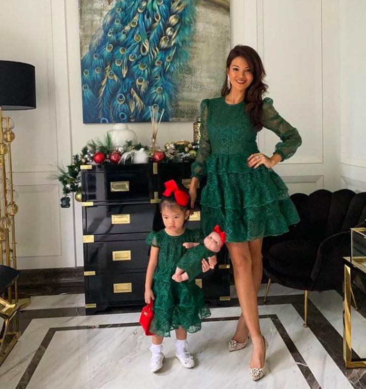 Farah Quinn ikut meriahkan Natal.