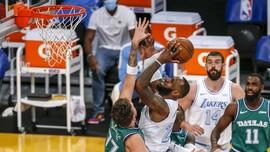 FOTO: Lakers Taklukkan Mavericks