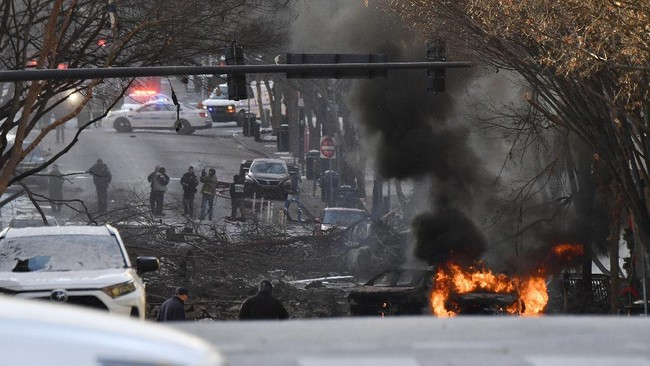 Ledakan besar terjadi di Nashville, Amerika Serikat saat Natal. Tiga orang terluka dan 20 bangunan rusak berat.