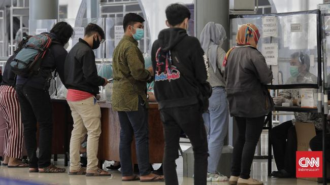 PT KAI (Persero) belum membatasi perjalanan kereta api hingga 30 April 2021 nanti. Penjualan tiket bahkan masih dilakukan hingga akhir bulan ini.