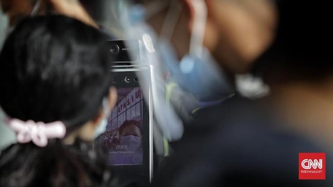 Kereta api masih jadi pilihan utama untuk berpergian keluar kota saat libur akhir tahun. Protokol kesehatan ketat terutama rapid test antigen menjadi hal wajib.