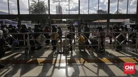FOTO: Ramai Pemudik di Stasiun Pasar Senen saat Libur Nataru