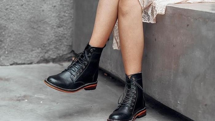 Upgrade Gaya Kamu dengan 5 Rekomendasi Sepatu Boots Lokal, Harganya Mulai 100 Ribuan!