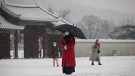 FOTO: Sepi Istana Gyeongbok di Musim Dingin Pandemi