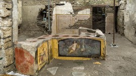 FOTO: Melawat Bar Bangkotan Berusia 2.000 Tahun di Pompeii