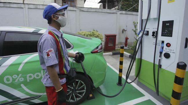 Hingga Mei 2021 sudah ada 148 unit stasiun pengecasan kendaraan listrik yang berdiri di Indonesia.