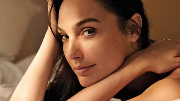 10 Potret Cantik Gal Gadot di Belakang Layar Wonder Woman
