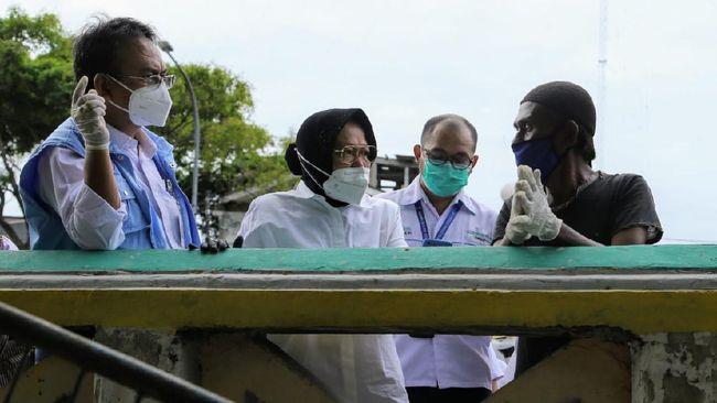 Risma disarankan mengerjakan tugas yang lebih penting, yakni mengenai penyaluran bantuan sosial terhadap warga yang terdampak pandemi virus corona.