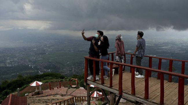 Selama PPKM, objek wisata di Garut, Jawa Barat, dibuka kembali dengan kapasitas pengunjung 25 persen.