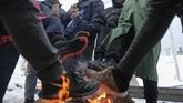 Ratusan pengungsi terdampar di kamp pengungsian tanpa atap di kamp Lipa, Bosnia dan Herzegovina di tengah tumpukan salju yang turun saat musim dingin.