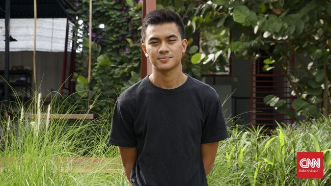Menjalani karier sebagai musisi indie sejak awal pada 2016 membuat Rifan Kalbuadi terbiasa mengurus semuanya sendiri.