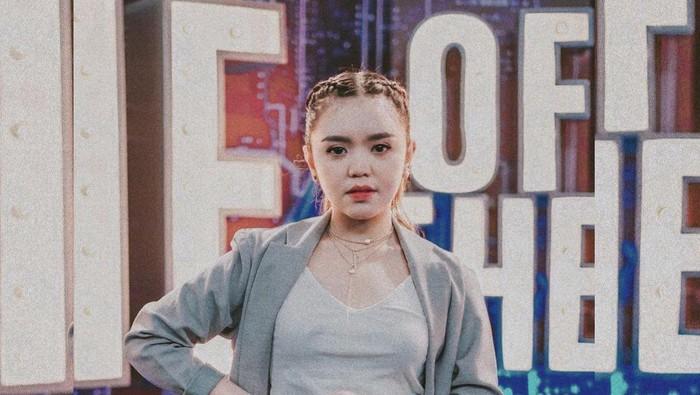 10 Fakta Menarik Fitri Novianti, Finalis Indonesian Idol yang Dijuluki Kuda Hitam