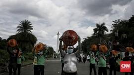 FOTO: Aksi Buruh Tolak Omnibus Law di Patung Kuda