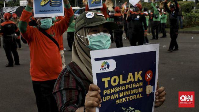 Para buruh menolak tegas tiga PP turunan Undang-Undang Cipta Kerja yang telah ditandatangani Presiden Joko Widodo.