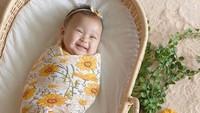 <p>Tak hanya murah senyum, paras baby Rumi pun cantik seperti Bunda Dian Pelangi.(Foto: Instagram @dianpelangi)</p>