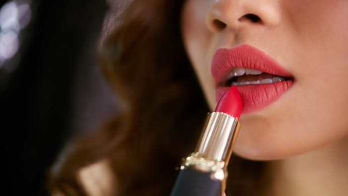Ikuti Cara Memakai Lipstik Agar Terlihat Berbeda dan Menarik di Tahun 2021