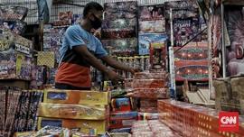 FOTO: Sepi Pembeli, Pedagang Petasan Tahun Baru Gigit Jari