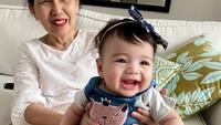<p>Duh gemas banget nih tawa baby Cara, bikin hati adem ya, Bunda. (Foto: Instagram @riantic)</p>