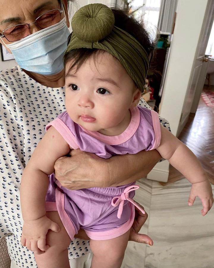 Semoga selalu sehat dan tumbuh semakin cantik ya baby Cara. (Foto: Instagram @riantic)