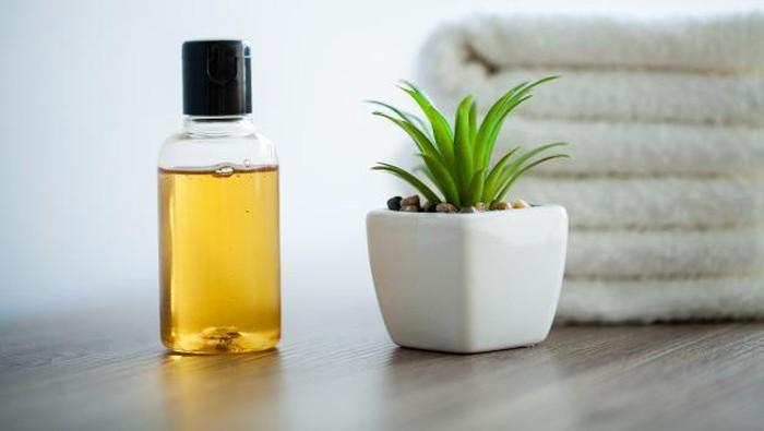 Selain Membersihkan Wajah, Ini 6 Manfaat Lain dari Cleansing Oil