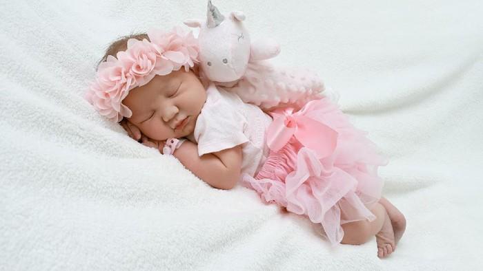Hai New Moms! Ketahui 5 Jenis Pakaian Untuk Bayi Baru Lahir Ini