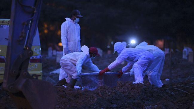 TPU Rorotan di Jakarta Utara yang baru dibuka akhir Maret lalu, langsung menampung 200 jenazah yang dimakamkan dengan protokol Covid-19.