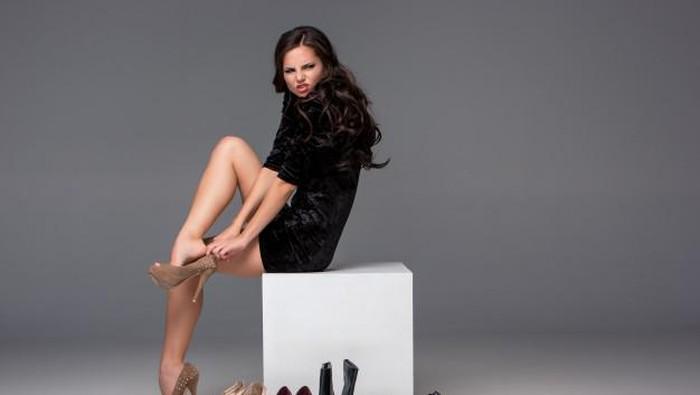 Punya Kaki Lebar? Jangan Takut Coba 5 Model Heels Ini!
