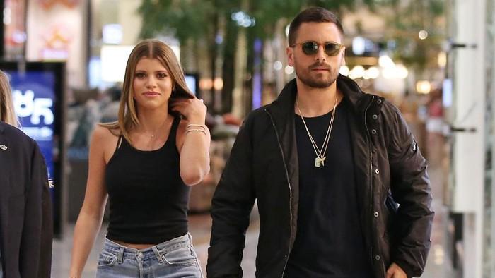 Saatnya Move On, 5 Pasangan Seleb Hollywood Ini Putus di Tahun 2020