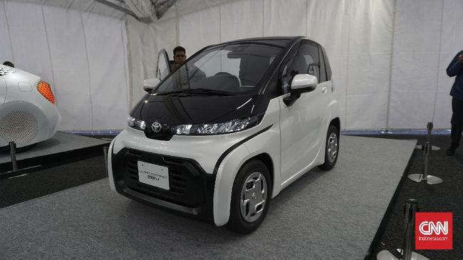 Toyota C+Pod ini hanya mampu memuat dua penumpang. Mobil ini bertenaga murni listrik yang muncul kali pertama di Jepang pada 2019.