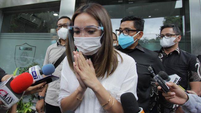 Selebritas Gisella Anastasia alias Gisel akhirnya meminta maaf kepada publik atas kisruh kasus video porno dan mengaku menyesali perbuatannya.