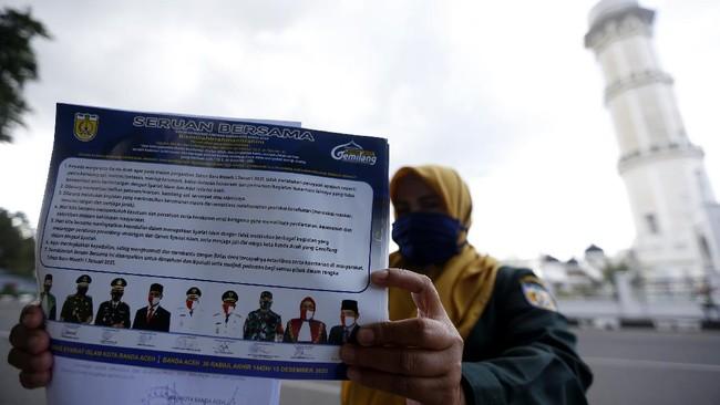 Perayaan tahun baru yang jadi momen tahunan kali ini tak luput dari pembatasan akibat pandemi Covid-19, sejumlah pemerintah daerah melarang pesta perayaan.