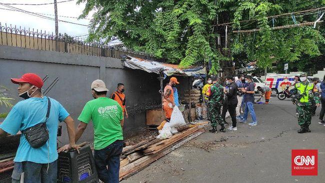 Polri menyatakan posko 3 Pilar di dekat maskar FPI di Petamburan, Jakpus, merupakan posko Kampung Tangguh untuk menekan penyebaran virus corona di DKI Jakarta.