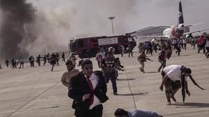 FOTO: Serangan Rudal Hantam Bandara Yaman, 26 Tewas