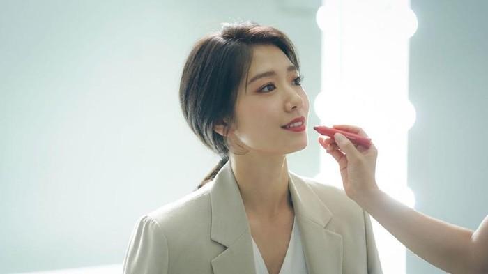 7 Trik Makeup Natural ala Korea Biar Makin Kelihatan Awet Muda