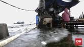 Awal tahun 2021 kawasan Muara Angke, Jakarta Utara tergenang banjir rob, atau banjir yang disebabkan pasang air laut.