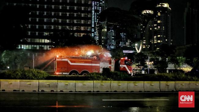 Suasana pergantian tahun 2020 ke 2021 di Jakarta di tengah pandemi Covid-19.