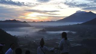 BPBD Bali Jaga Ketat 'Jalur Tikus' Pendakian di Gunung Agung
