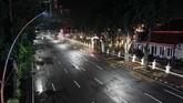 Malam pergantian tahun 2020 ke 2021 di Indonesia jauh dari kata semarak, tak ada perayaan besar meski masih terdengar suara petasan pada tengah malam.