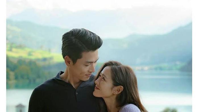 3 Zodiak yang Punya Kisah Romantis di Tahun 2021, Ada yang Lagi Jatuh Cinta!