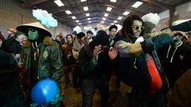 FOTO: Ribuan Orang Pesta Malam Tahun Baru Ilegal di Prancis