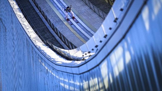 Kumpulan foto para atlet olahraga dunia melewati batas kemampuan dan harus jatuh bangun demi meraih kemenangan.