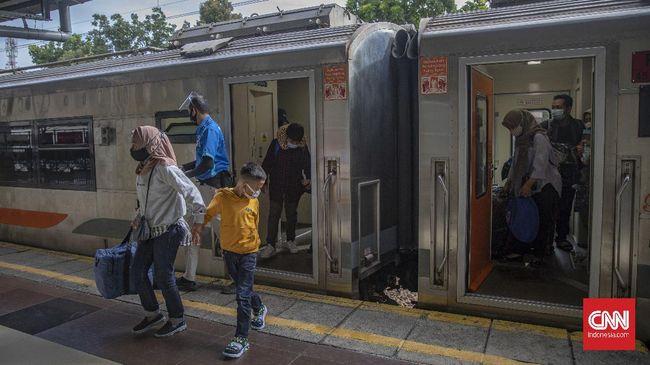 KAI hingga kini belum menjual tiket kereta api jarak jauh untuk keberangkatan setelah 30 April karena masih menunggu arahan Kemenhub.