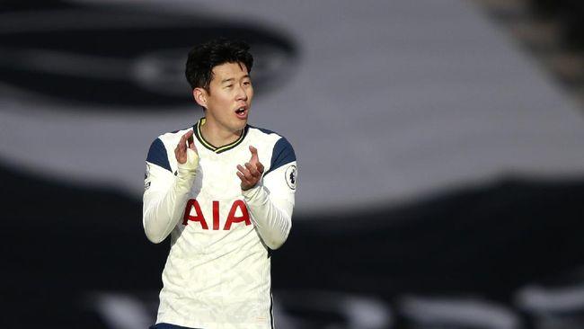 Persaingan top skor di Liga Inggris berjalan ketat setelah Son Heung Min mencetak satu gol ke gawang Leeds United, Sabtu (2/1).