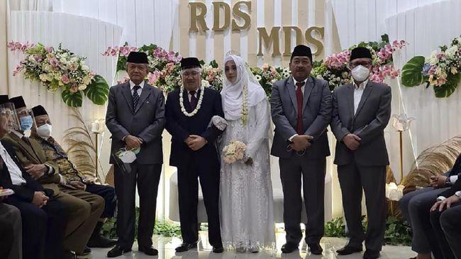 Rashda Diana yang resmi dipinang tokoh Muhammadiyah, Din Syamsuddin sempat mengenyam pendidikan di Fakultas Syariah Islamiyah Al Azhar, Kairo, Mesir.