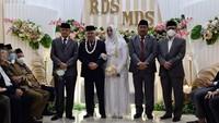<p>Pernikahan tersebut hanya dihadiri oleh keluarga, kerabat terdekat, serta Wakil Ketua Umum MUI Anwar Abbas sebagai saksi karena acaranya digelar secara tertutup di rumah pimpinan Ponpes Gontor.(Foto: Din Syamsuddin menikah (Foto: dok. Istimewa))</p>