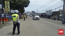 Polisi Putar Balik Kendaraan Wisatawan Cegah Anyer Membeludak