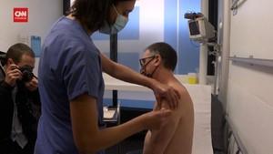 VIDEO: Tenaga Medis Prancis Mulai Disuntik Vaksin Corona