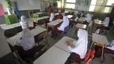 Sejumlah daerah menggelar sekolah tatap muka di masa pandemi ini. Sejumlah daerah mulai membuka sekolah, saat yang lain memilih untuk tetap belajar jarak jauh.